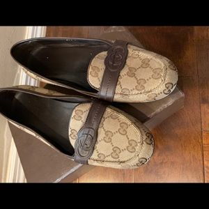 Authentic Women's Gucci Loafers Size 38.5